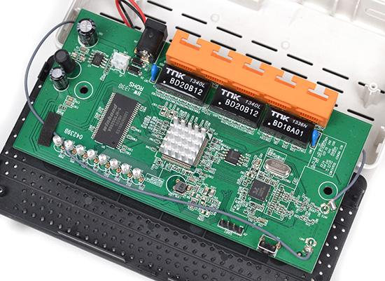 Внутренности N300RT тесно соотносятся с размерами корпуса