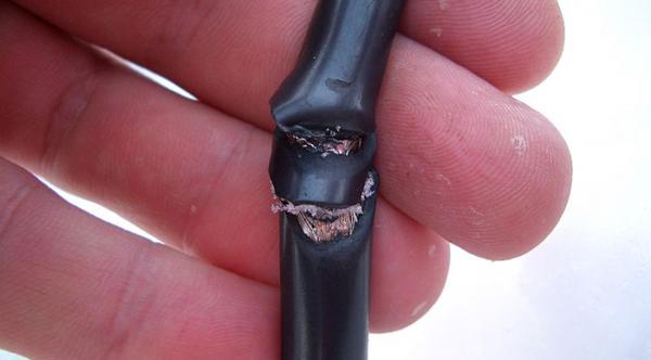 Повреждение сетевого кабеля