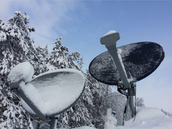 Тарелки со снегом