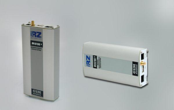 Промышленный роутер iRZ RUH2 в горизонтальном и вертикальном положениях